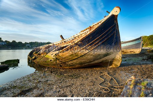 an-old-wrecked-wooden-boat-on-the-shore-e59chh[1].jpg